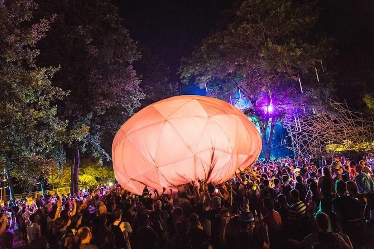 水曜日のカンパネラ、フランスの音楽フェス「Les Eurockéennes de Belfort」で躍動!ヨーロッパのファンを魅了 music180710_wedcamp_7-1200x800