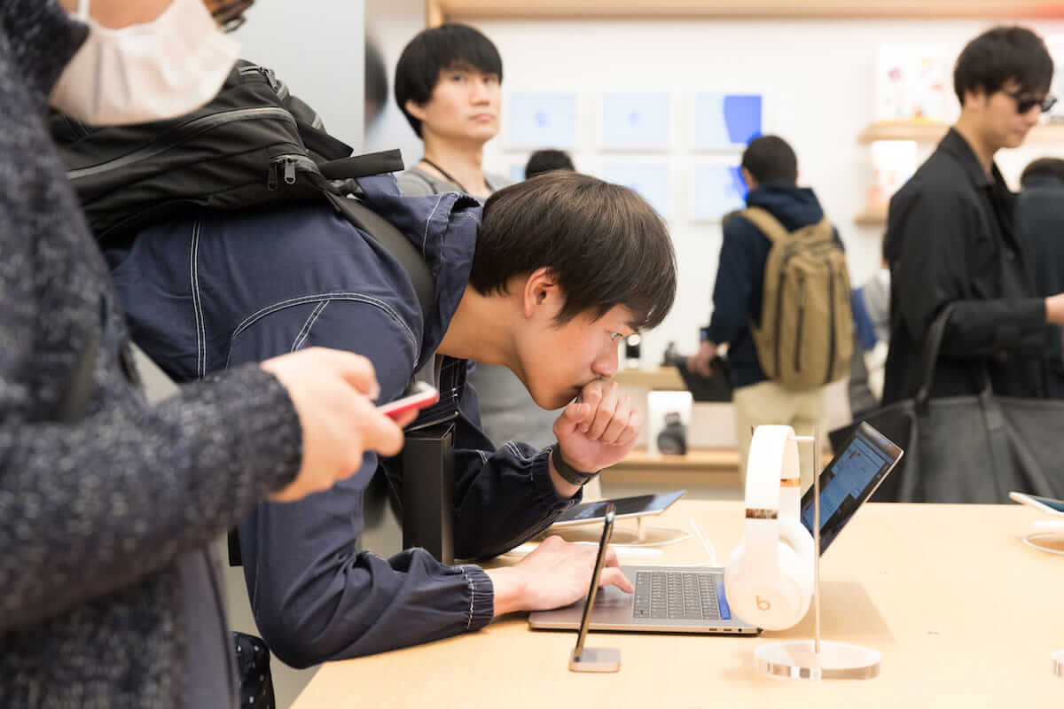 Apple Storeで集団窃盗事件発生!?iPhone21台が盗まれる technology180710_applestore_01-1200x800
