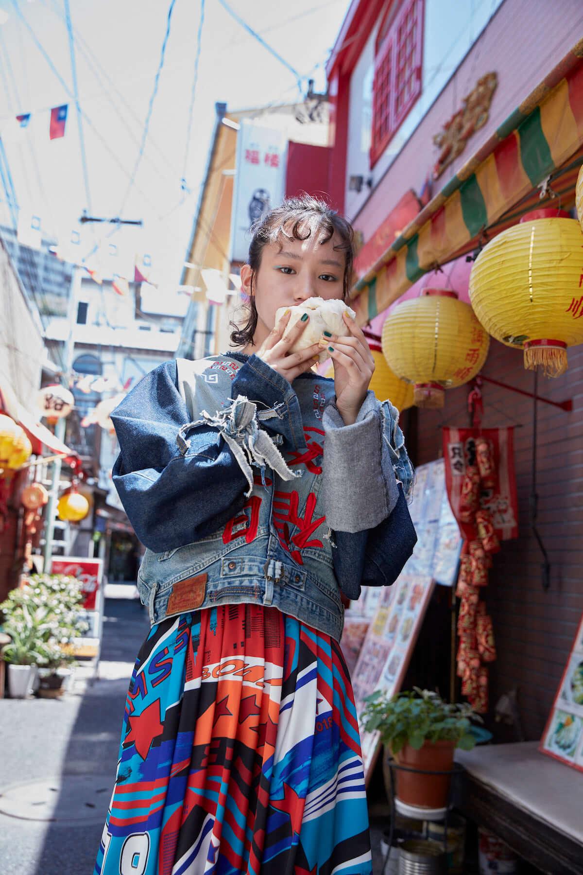 女優・南沙良、自身が製作した衣装で話題のフリーマガジンに登場!「自分のことを表現するのがすごく苦手だから、好きなお洋服で伝えられたら」 0910-tokyovoice_minami_01-1200x1800