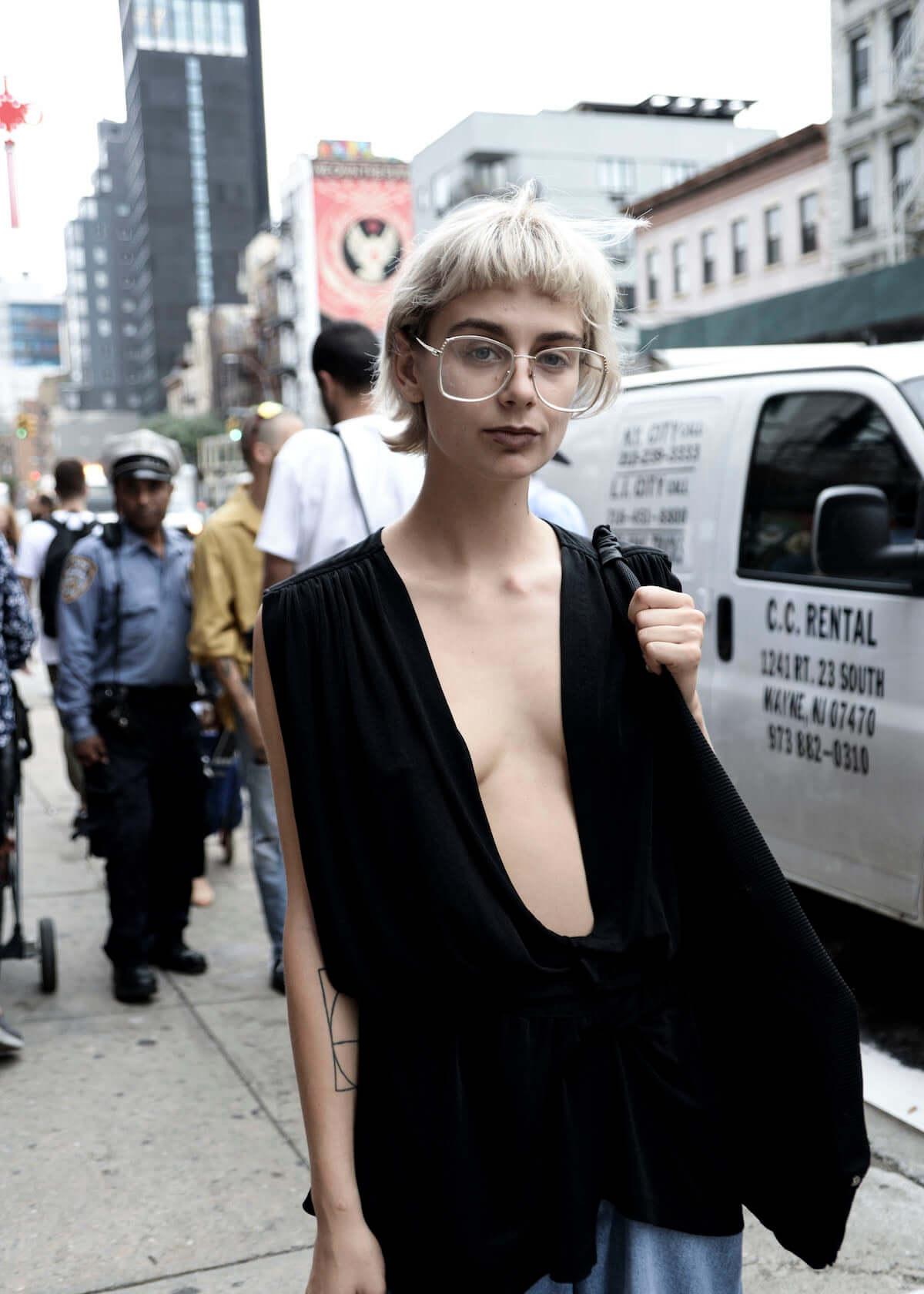 トレンドの出発点、NYファッションウィーク2018 | 最新ストリートスナップ vol.1 0911_nyfw201801_2-1200x1680