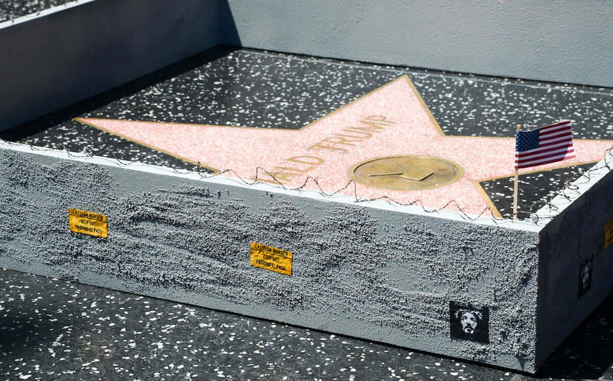 ドナルド・トランプの星型プレートが投獄?過去には落書き、つるはしで破壊の被害も art180921_trump-walkoffame_3-1200x745