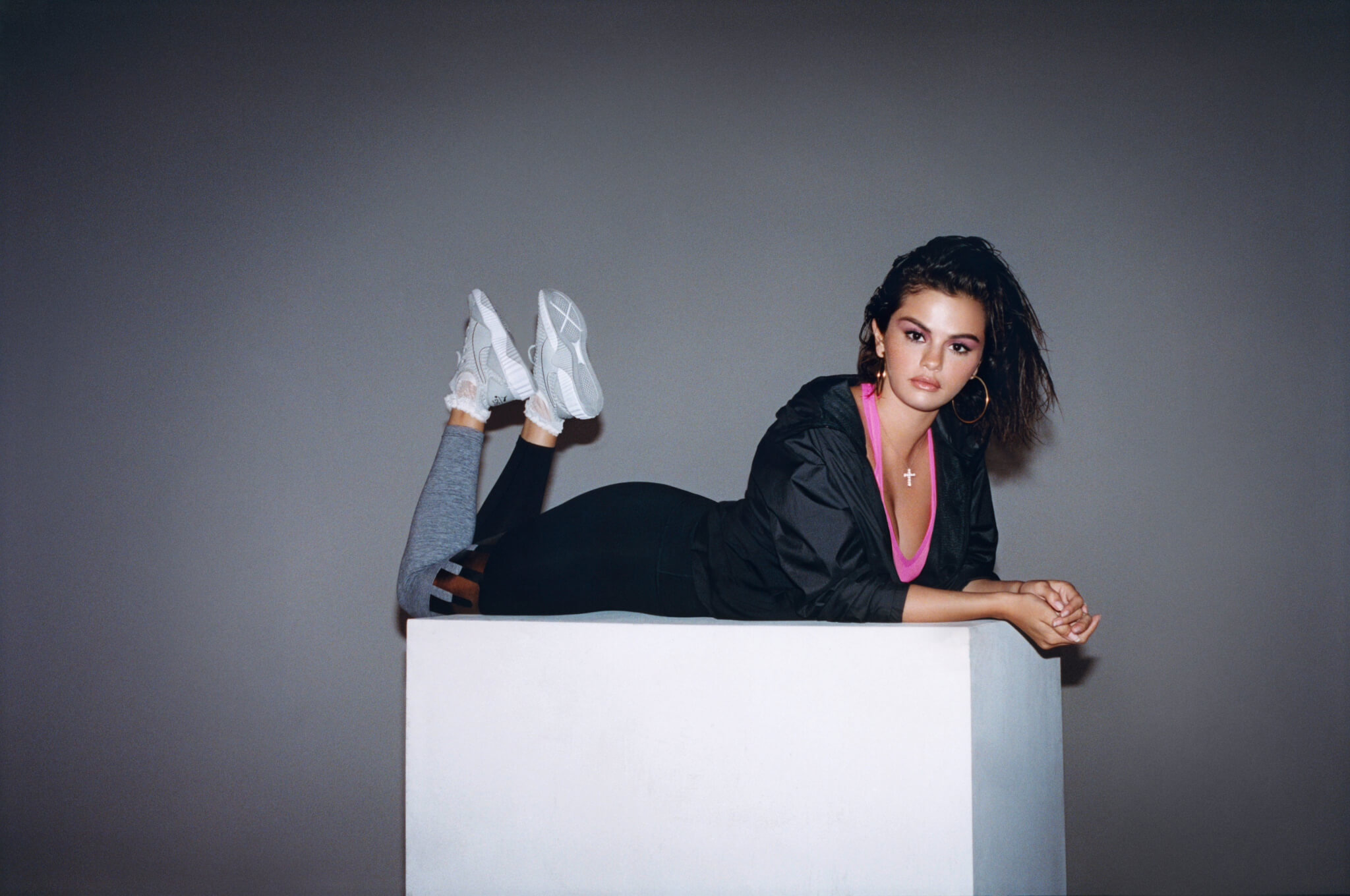 プーマ×セレーナ・ゴメス  初の共同プロデュースモデルとなる「Defy×SG」発表! fashion180916_pume-selenagomez_011