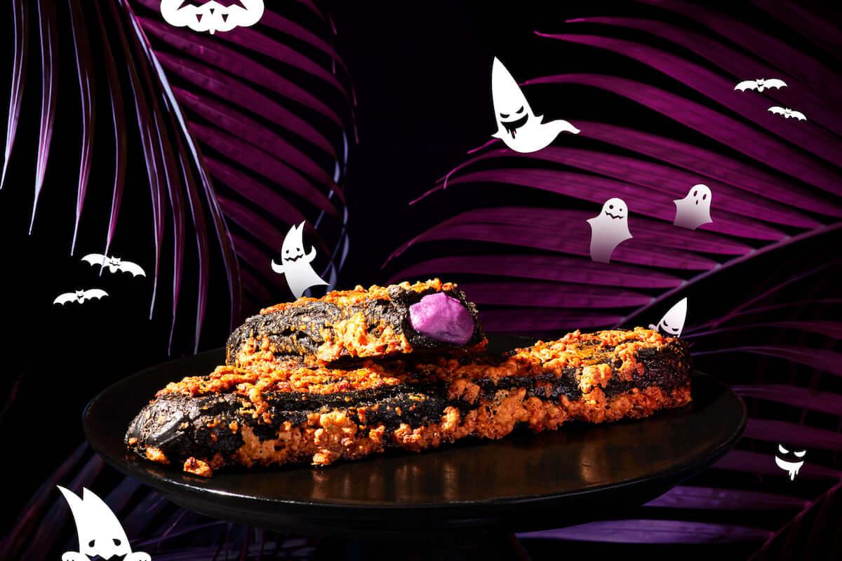 真っ黒なビジュアルが強烈!BAKEが手がけるシュークリーム専門店でハロウィン限定「黒ザク」登場 food180920_zakuzaku_1-1-1200x800