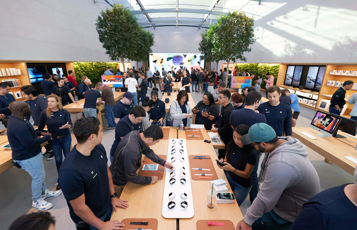 被害総額1億円以上!Apple Storeを狙った窃盗被害が頻発、17人の容疑者に逮捕状 technology180927_apple-store_2-1200x773