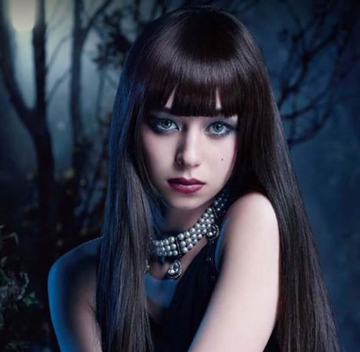 ハロウィンメイク|簡単でかわいい本格的なヴァンパイアメイクの方法が大公開! fashion181015_halloween-makeup-kate_6-1200x1172