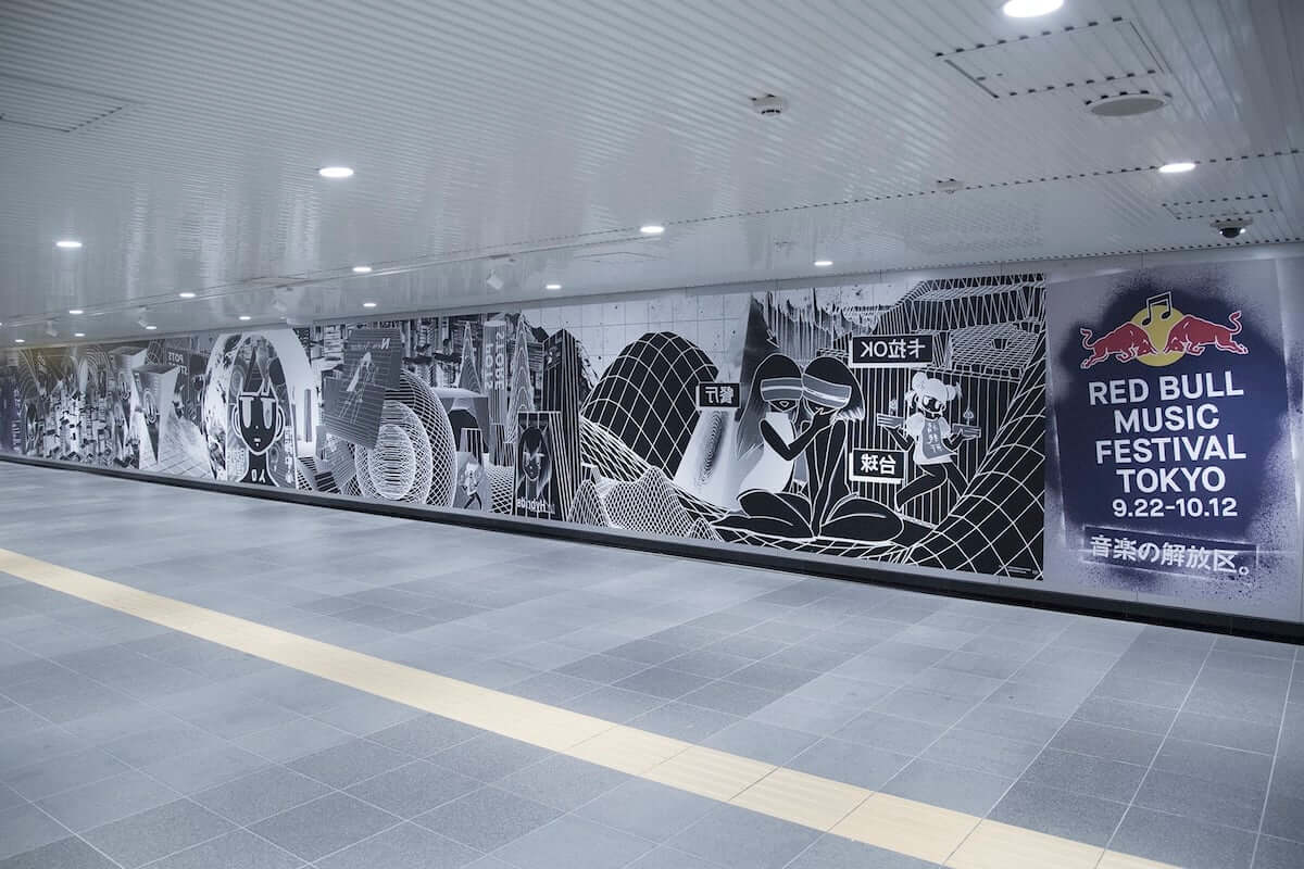 相対性理論、新曲「NEO-FUTURE」をゲリラ配信リリース!渋谷駅地下道に『NEO-FUTURE』巨大インスタレーション出現! music181002_stsr_1-1200x800