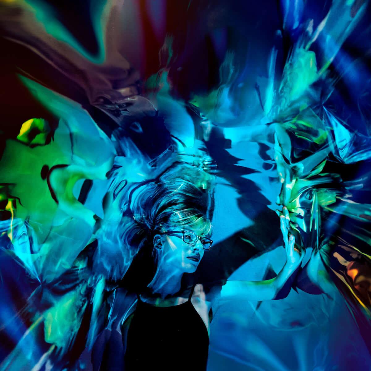 Oneohtrix Point Never来日公演にも参加したケリー・モーランが最新作『Ultraviolet』より「In Parallel」MVを先行公開! music181017_kellymoran_1-1200x1200