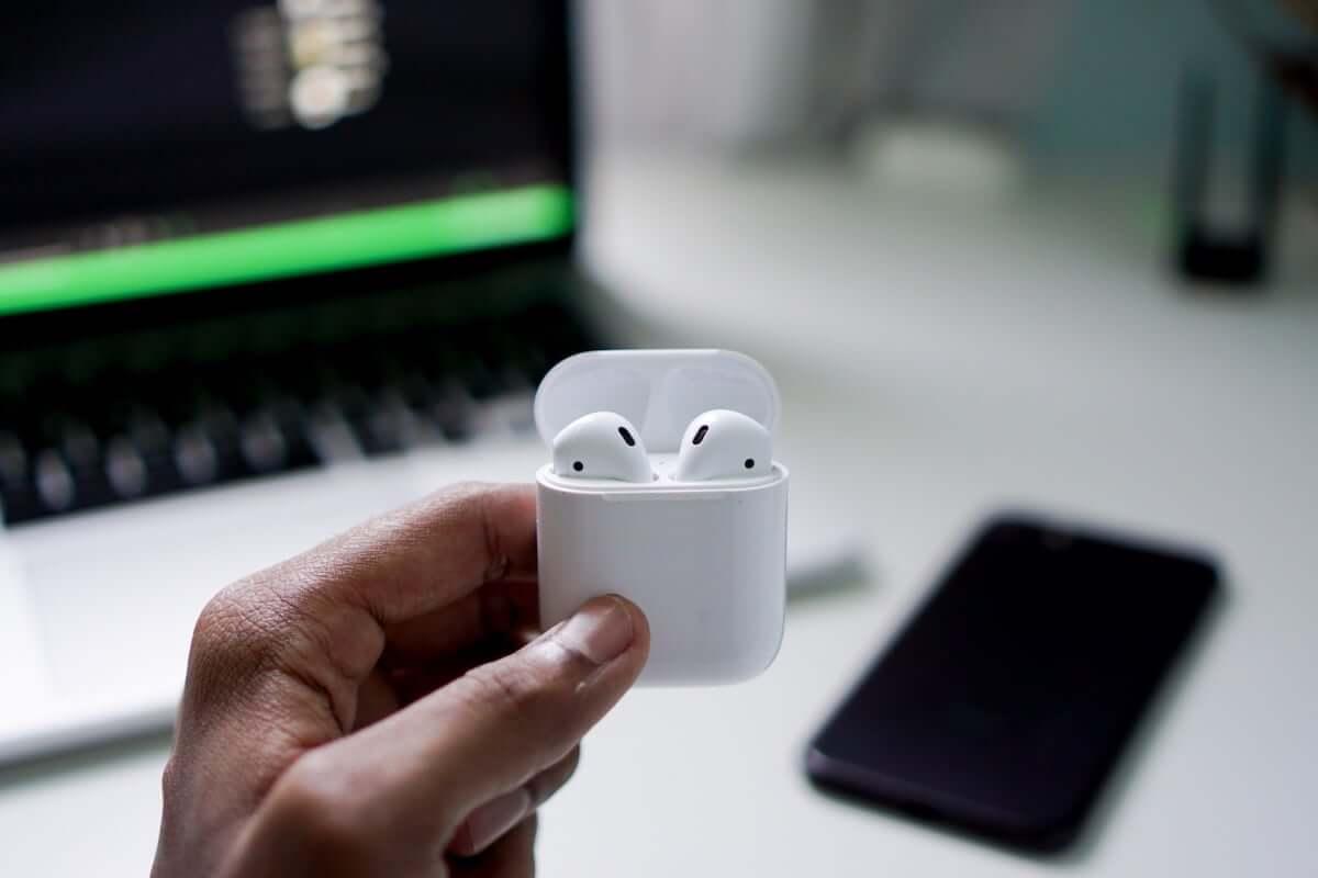 Appleがヘッドホン・イヤホンメーカーとしても存在感!AirPodsは引き続き人気アイテム? technology181018_airpods_01-1200x800