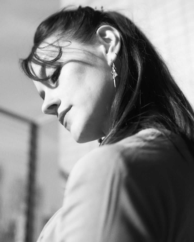 【インタビュー】テレサ・ウェイマン(Warpaint)のソロ名義TTが表現する、エモーショナルな愛について interview_tt_4-1200x1500
