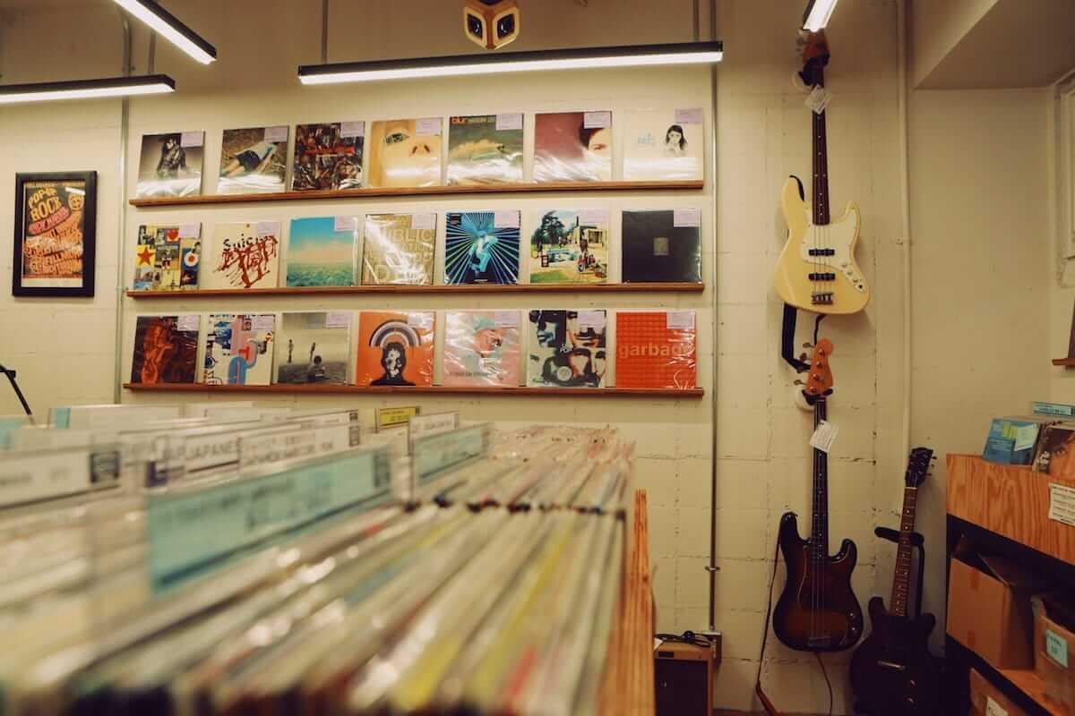 レコード初心者でも安心!FACE RECORDS&GENERAL RECORD STOREの店長が語るレコードの魅力と選び方 artculture180817_facerecords-generalstore_05-1200x800