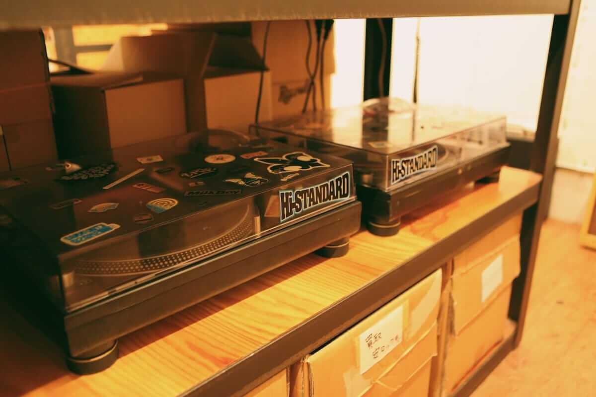 レコード初心者でも安心!FACE RECORDS&GENERAL RECORD STOREの店長が語るレコードの魅力と選び方 artculture180817_facerecords-generalstore_07-1200x800