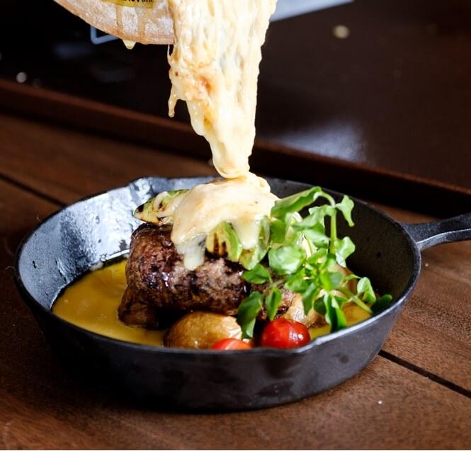 【肉フェス2018】絶対食べたい!とろ~りラクレットチーズのCCC肉バーガーが今年も出展決定! gourmet180419_nikufes_03
