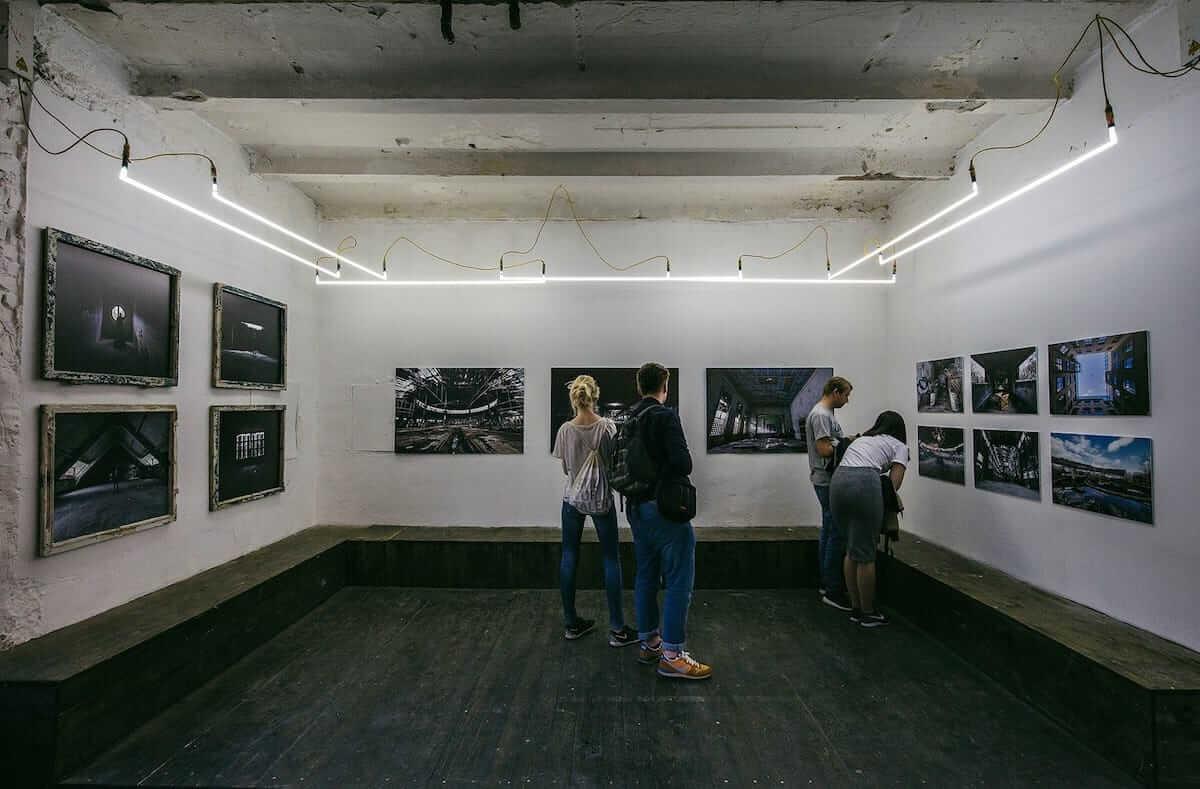 廃墟を撮り続けたベルリンの写真家にインタビュー。消えゆく世界の美しい廃墟に迫る! km-post72_urban-1200x789