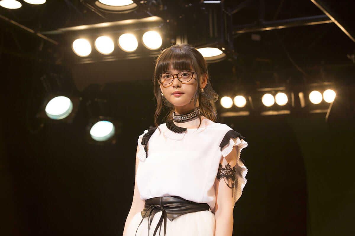玉城ティナのメガネ美女七変化写真が公開!映画『わたしに××しなさい!』 film180626_batsu_shina_02-1200x800