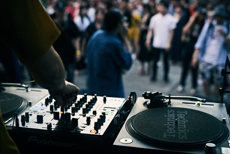 【イベントレポ】寺×HIP HOP「煩悩 #BornNow 2018」|Kick a Showやillmoreらが出演『お寺でゆれる、ここに生まれる』を体現した一夜 music180829-bornnow-26